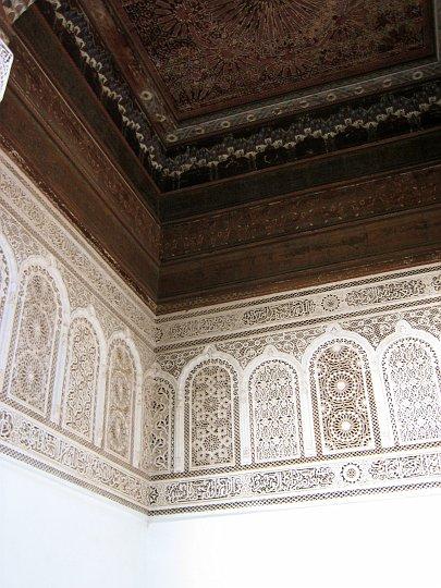 Marrakech plafond du palais bahia for Platre sculpte marocain