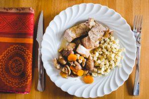 Rouelle de porc, chataignes, carottes et crozets