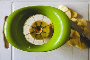 Préparation des pommes pour le crumble