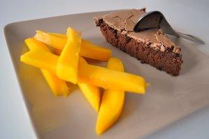 Gâteau au chocolat et mangue