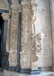 Adam sur le portail de la cathédrale de Trogir