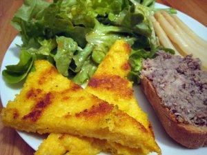 Salade à la polenta croustillante