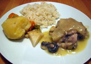 Poule en sauce blanche
