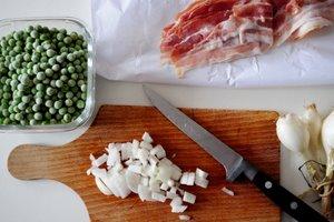 Ingrédients pour petits pois aux lardons