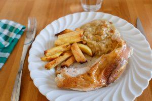 Poulet rôti, frites au four et gratin de courgette
