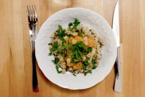 Assiette de quinoa, houmous et courge