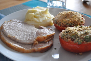 Rôti de porc, tomate provençale et purée - clic pour voir en plus grand