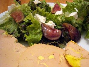 Salade figues, chèvre et foie gras